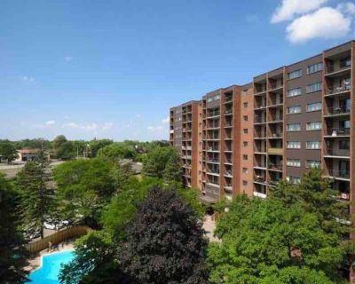 Beautiful Furnished 3 Bedroom 2 Floor Condo + Parking - Industrial Park