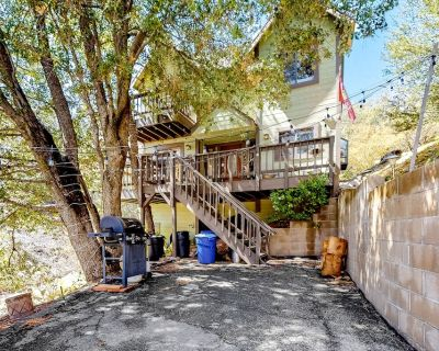 Dog-Friendly Mountain Getaway Tucked in the Oaks w/ Front Deck & Comfy Interior! - Lake Arrowhead