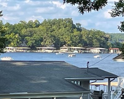 Premium Location! Beautiful 2nd Tier House, Located at the Lake of the Ozarks! - Osage Beach