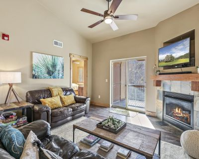 New Listing! The Oslo: Lux 3 bedroom with soaking tub & pool - Bear Hollow Village