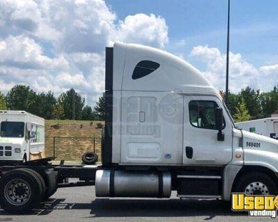 Solid 2015 Freightliner Sprinter 2500 Sleeper Cab Semi Truck
