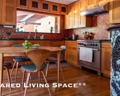 Shared room with shared bathroom - Woodland Hills , CA 91307