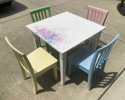 Kids craft table and 4 chairs
