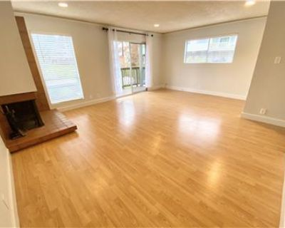 Newly renovated corner 2 bed, 2.5 ba townhouse