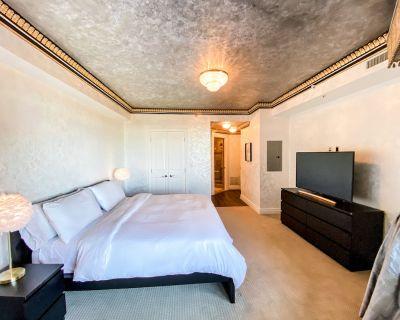 Luxury 2 Bedroom 2 Bathroom Apt | Spa Shower | Balcony | Complimentary Parking - McLean