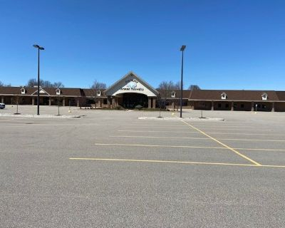 Multi-Tenant Retail/Office Space
