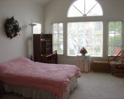 Private room with private bath, walking distance to Stanford