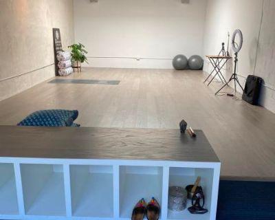 Hidden Gem Studio Space with Huge Skylight, Berkeley, CA