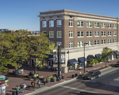 Studio Level Retail / Office Space on Boulder s Iconic Pearl Street - Great Rate!