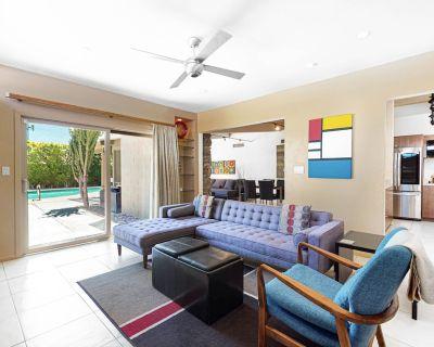 Modern, mid-century retreat w/marvelous design, private spa & pool - Dogs ok - Racquet Club Estates