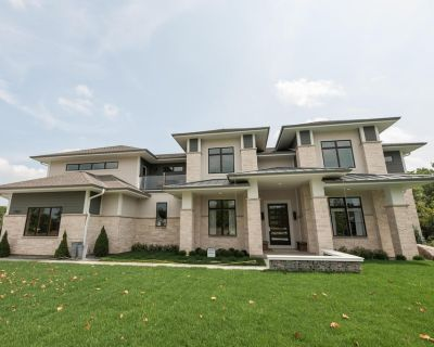 2018 Built Luxury Contemporary Home 6400 SQ Feet 20 Mins TO Downtown MKE - Brookfield