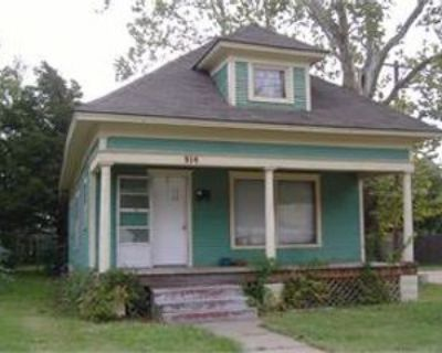 914 N Poplar St #1, Hutchinson, KS 67501 2 Bedroom Apartment