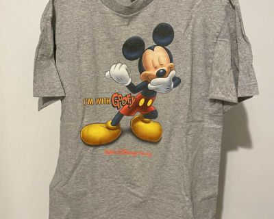 Medium Disney shirt
