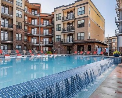 Luxury 2 Bedrooms Apartment with Large Balcony Overlooking Pool Action - Lawrenceville