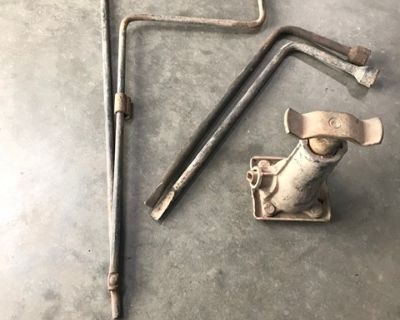 Misc IH Scout II parts.