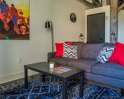 Bright 2BR Apt with Historic Charm - Fifth Ward