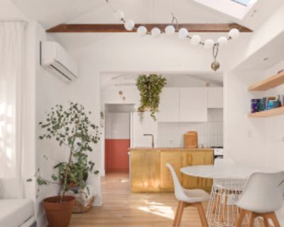 Light-filled Artistic Craftsman Home, Long Beach, CA