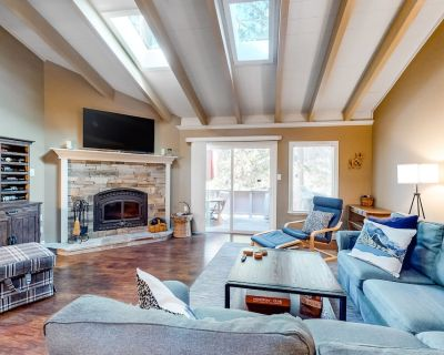 Dog-Friendly Townhouse with High-Speed WiFi, Grill, and Wood-Burning Fireplace! - Incline Village