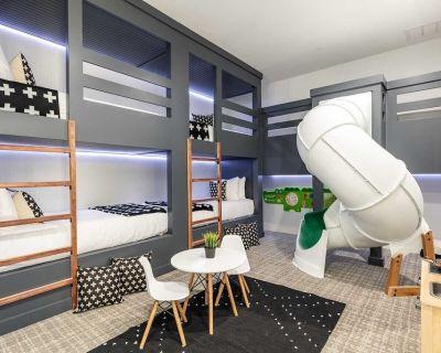 Modern 7 Bdrm Villa with Games Room at Reunion - Reunion