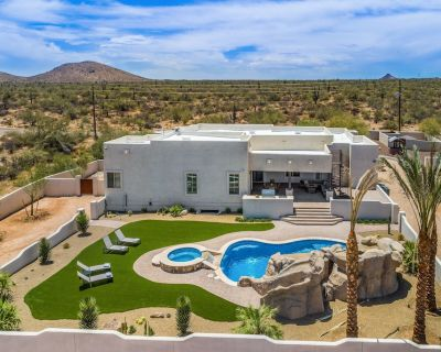 Modern and Spacious with Huge Pool, Game Room, Theater, Ping Pong, Poker Table - Scottsdale