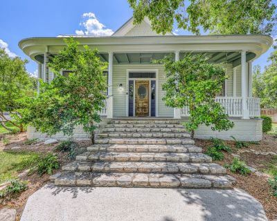 Dog-friendly, historic home w/ private hot tub, game room & rooftop deck - Fredericksburg