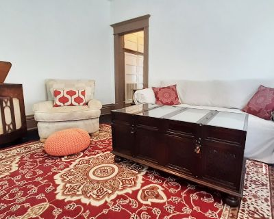 Elegant Vintage-Style Apartment within a Historical Building - Old East Dallas