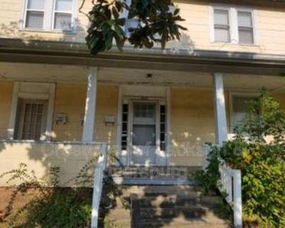803 N Highland Ave #3, Jackson, TN 38301 2 Bedroom House