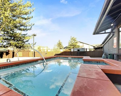 Summer Studio with Outdoor Pool, Hot Tub, and Laundry in Unit! 618 - Park City
