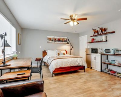 Large studio with AC washer dryer Private entrance