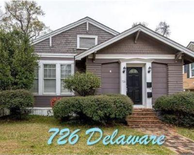 726 Delaware St
