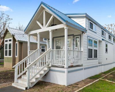 Brand New! Modern Cabin near the San Marcos River! - Staples