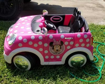 Minnie mouse power wheels purfect condition