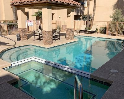 PERFECT LOCATION-Updated gated condo. Walk to Giants Stadium/Old Town. - South Scottsdale
