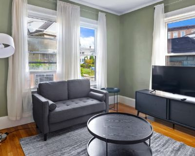 Private room with shared bathroom - Boston , MA 02134