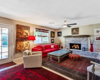 Cozy Bohemian Style Home! Private Pool & Patio - Close to Mayo Clinic, Shops, Dining, Hiking, Golf - Roadrunner Estates East