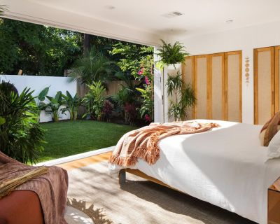 NEW Authentic Balinese Villa & Poolside Oasis - Encino
