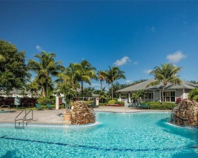 Rare 2-bedroom Lake View is Close to Downtown Naples and Marco Island Beaches - Naples