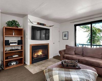 New Listing! Hellgate Condo, FREE Ski Rental, Shuttle to Alta/Snowbird, Covered Parking, Ski Storage - Salt Lake Mountain Resorts