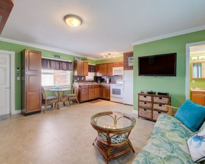 ON THE BEACH!! Heated Pool, Full kitchen, Private beach area with grill, Parking - Pompano Beach