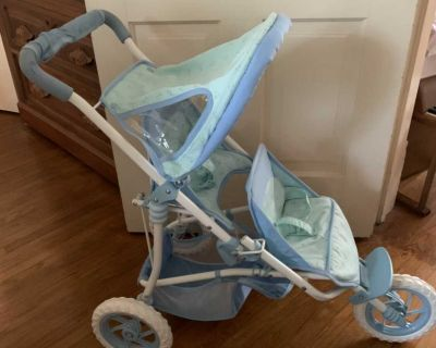 Double baby stroller folds to store