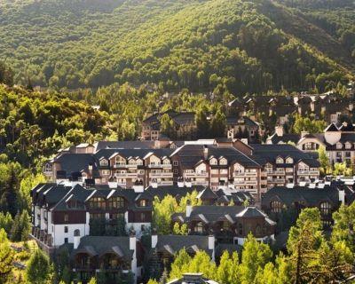 Ski-in ski-out luxury 5-star 3 bedroom condo, indoor pool, outdoor hot tub - Beaver Creek