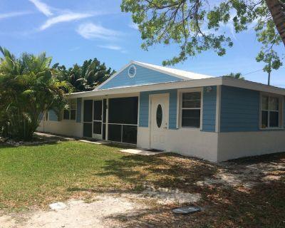 Quaint cottage, pool, dockage just minutes to Key West! - Cudjoe Key