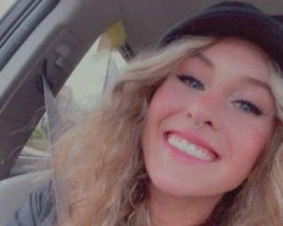 Rachel, 24 years, Female - Looking in: Denver CO
