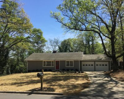 Highly Sanitized Luxury Bungalow-Walk to Canton St restaurants-Pet Friendly! - Roswell