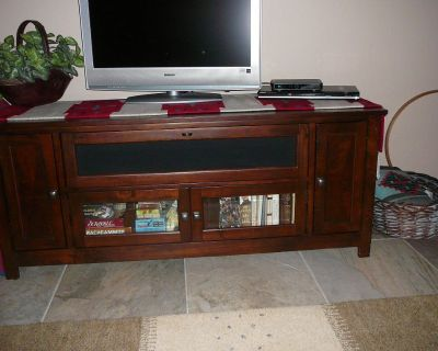 Credenza (couch table).