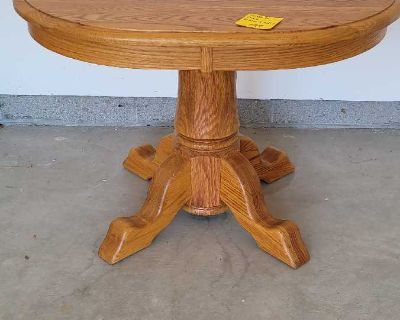 Beautiful solid Amish made Oak end table
