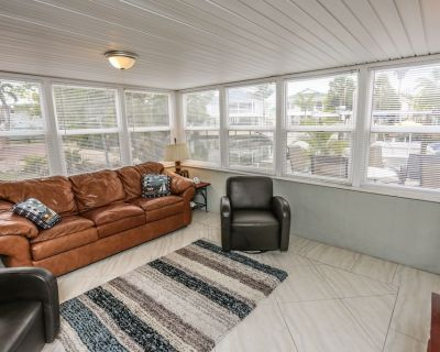 This cozy waterfront, vintage Fort Myers Beach vacation getaway is like finding a hidden gem! - Fort Myers Beach