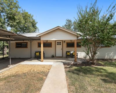 A Stonewall Stunner! Amazing 3 Bedroom in the heart of Wine Country! - Stonewall