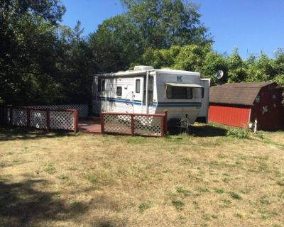 Tiny home to Rent**2 blks from Beach & Jacks country store