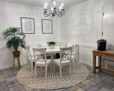Shiloh House 2-bed, 2 Bath, Living Room, Garage - Amarillo